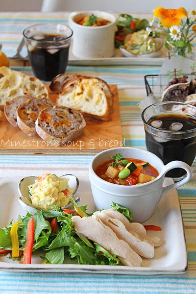 野菜たっぷりミネストローネスープでおもてなし簡単パンランチ