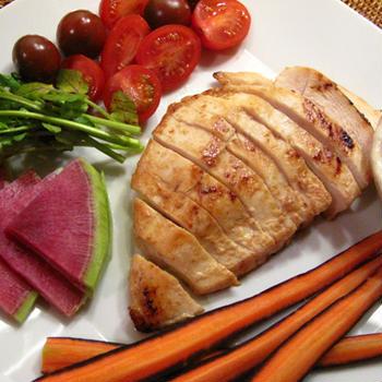 鶏胸肉の塩麹焼きと新種野菜の味噌ディップ、鮭と豆腐とポテトのオーブン焼き