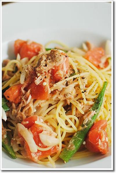 ツナとタマネギ、アンチョビ、トマト、オクラの冷製スパゲッティーニ