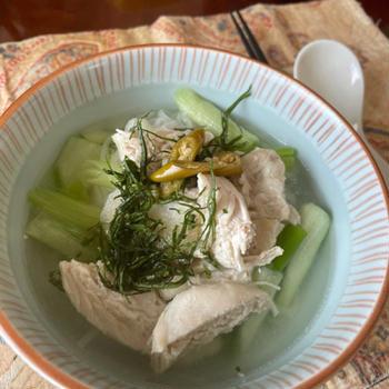 残った肉骨茶スープで鶏米麺