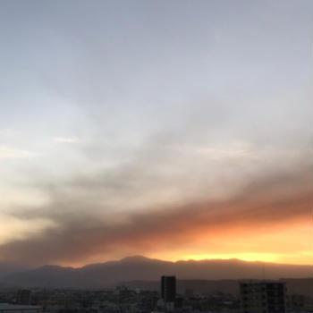 今月の空(阿蘇山の噴煙と火山灰)