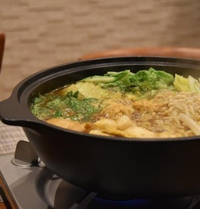 出汁のうまみがたまらない♪ぽかぽか温まる「和風カレー鍋」レシピ