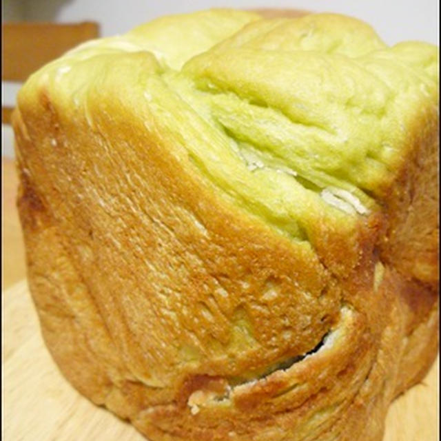 HBで青汁とあんこのパン