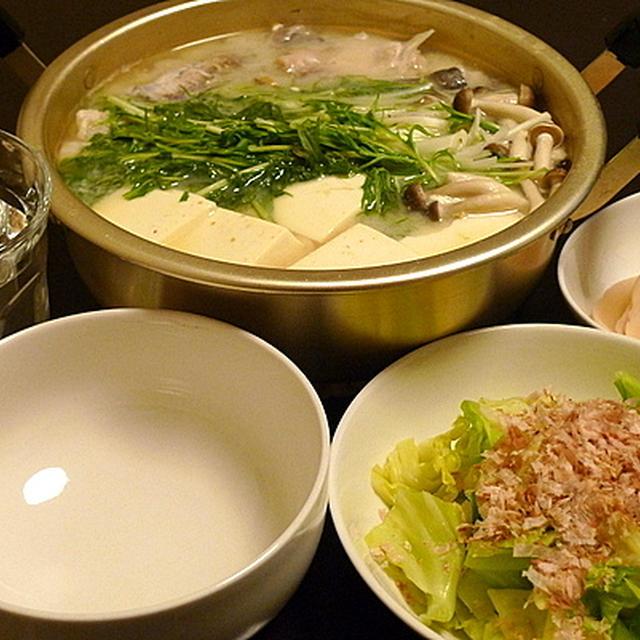 白みそ仕立てのやさしい味。「タラの湯豆腐白みそ仕立て」
