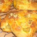 たっぷり野菜とチーズのパン