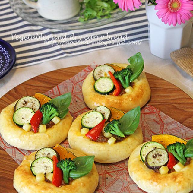 夏野菜とドライカレーのふんわり豆乳パン☆枝豆コーンパン&ごぼうサラダパン