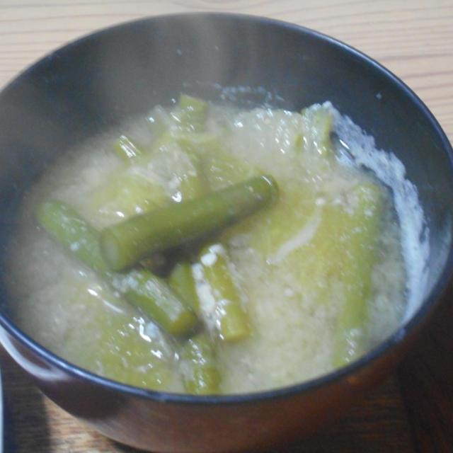 白菜とアスパラのみそ汁