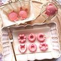子供でも簡単に作れるダイソーのドーナツ型で、ドーナツ苺ミニチョコと動物チョコ(バレンタイン)