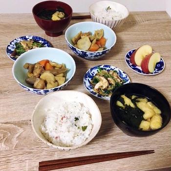 ヨシケイの食材宅配で筑前煮と焼き椎茸とほうれん草のごまあえ・梅ごはんを作ってみた