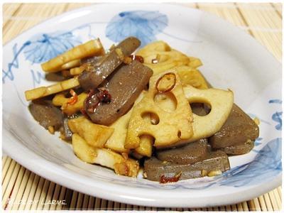 体に良い一品 <コンニャクとレンコンのピリ辛炒め>