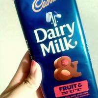 キャドバリー デイリーミルク フルーツ&ナッツでチョコパンケーキ