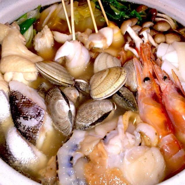 【レシピ】贅沢! 手羽元と海鮮の鶏ガラ塩鍋(^^♪