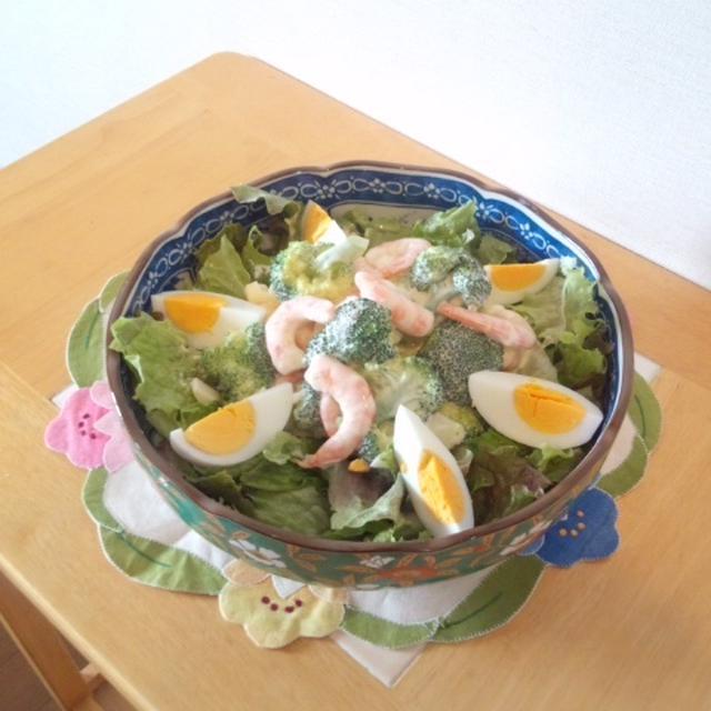 えびとブロッコリーのサラダ