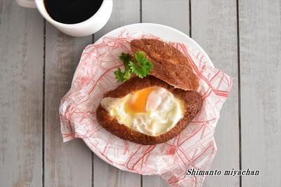 話題の簡単「ねとめし」♪カレーパンにチーズと卵を加えると絶品!
