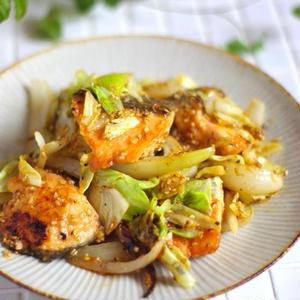 野菜もたっぷり!「鮭の味噌バター」はいかが?