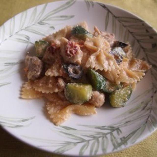 鶏とリコッタチーズのファルファッレ