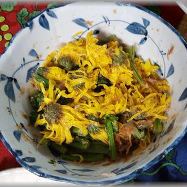 旬ですね ~ 菊と小松菜の和え物