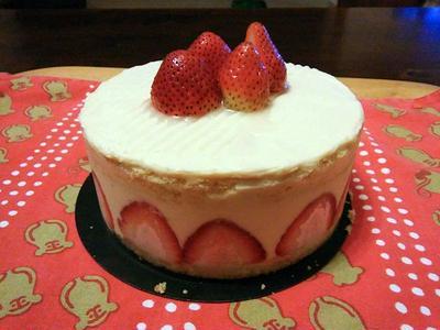 今月のお菓子教室はフレジエ:フランス風イチゴのケーキ。