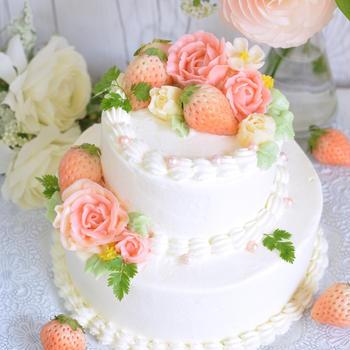 2段フラワーケーキと米粉のロールケーキ