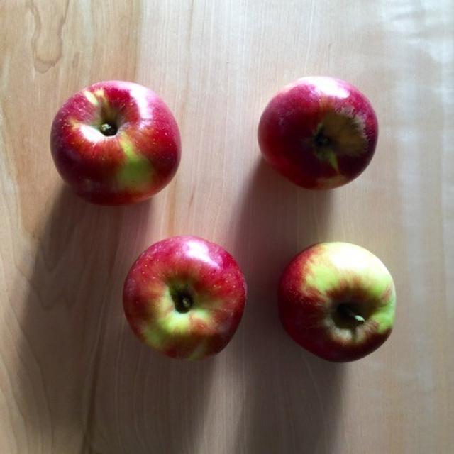 *りんごって本当にきれい。紅玉りんごのシンプルケーキ**