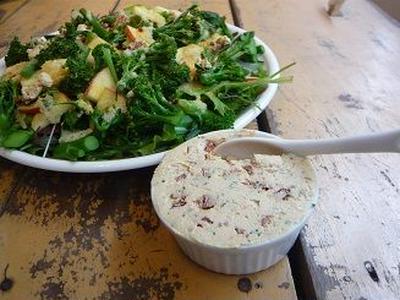 veganチーズ入りりんごとブロッコリーのサラダ レシピ
