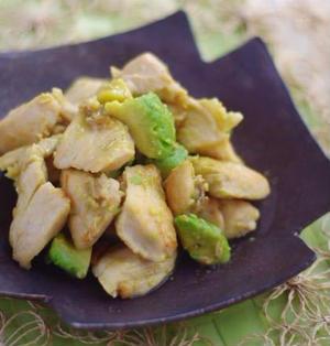 鶏むね肉とアボカドの山葵レモンソテー。おむすび山の新フレーバーがすごい!!!