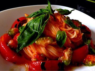 トマト3個分の冷製パスタはやっぱりバジルで美味しい(^O^)/