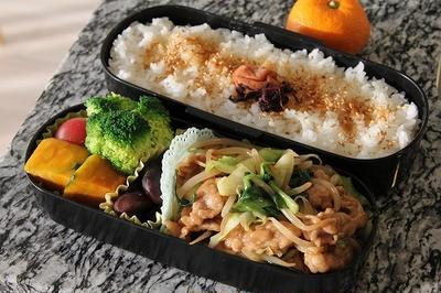 肉入り野菜炒め(豚肉、キャベツ、にら、もやし)のお弁当