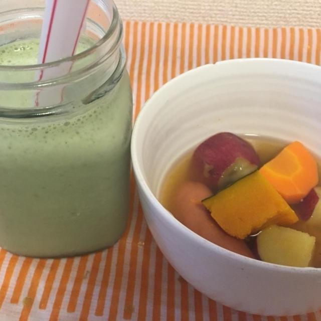 今朝の朝ごはん(((o(*゚▽゚*)o)))グリーンスムージーとゴロゴロ野菜のポトフ