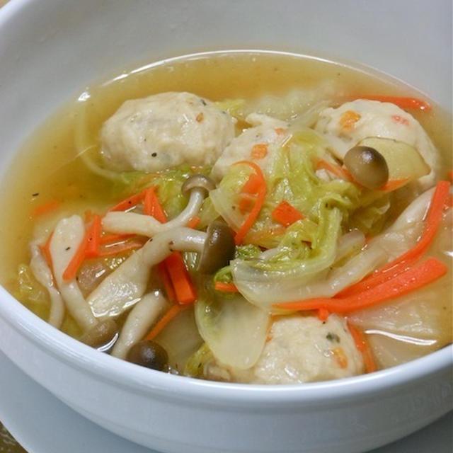 生姜とお酢であったか&さっぱり!寒い夜の簡単おかず白菜と鶏団子のスープ煮。