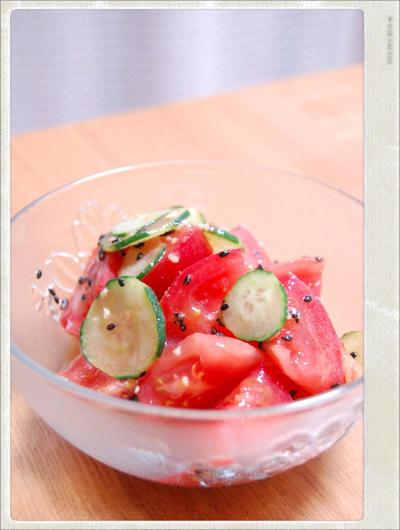 キュウリとトマトのガーリックサラダ