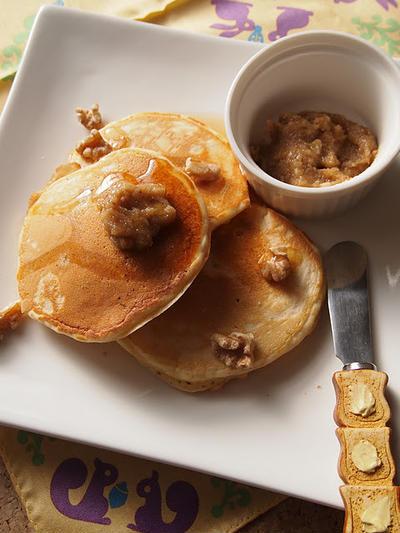 メープルウォルナッツパンケーキ、くるみバター添え