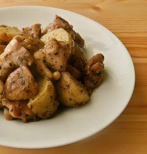 新じゃがいもと鶏もも肉のバジル焼き