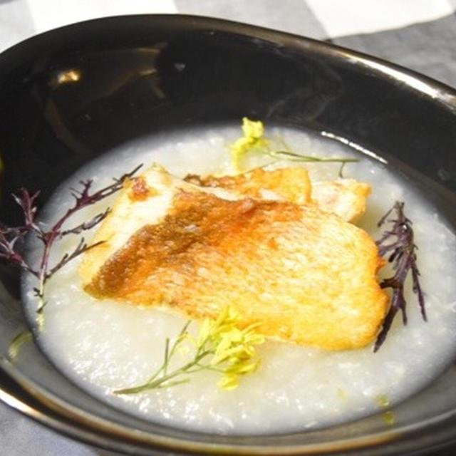 メバルの松笠焼き、かぶのピュレ添え。パリパリの鱗ととろとろかぶがおしゃれなレシピ。