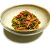 電子レンジで手早く時短!ガーリック&オニオンdeごま油香るピリ辛ベーコンと彩り野菜のコチュジャン和え