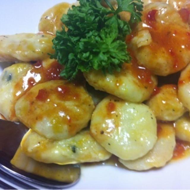 ハロウィンパーティに★カボチャとジャガイモのニョッキサラダクラブ野菜のうまみドレッシング トマト
