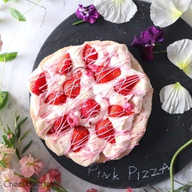 イチゴ練りこみ生地で春の香りのピンクピザ
