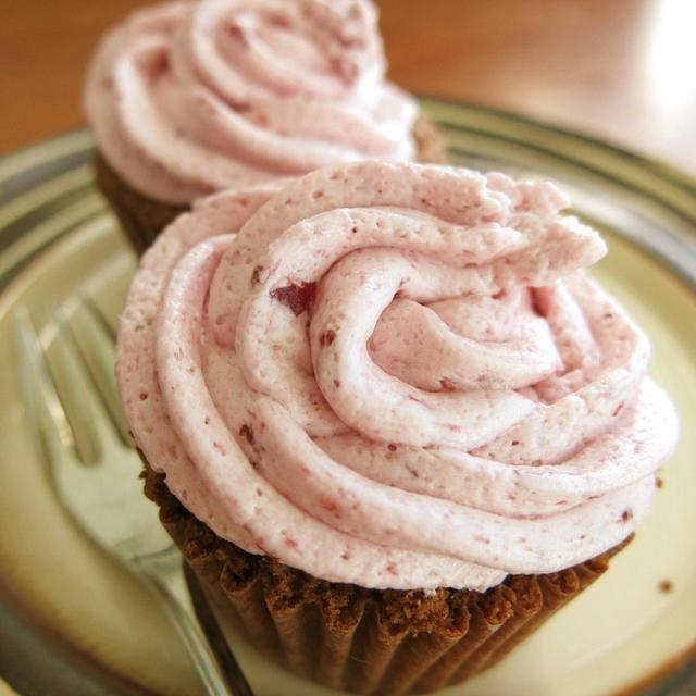 カップケーキのベリー・バタークリーム・フロスティング