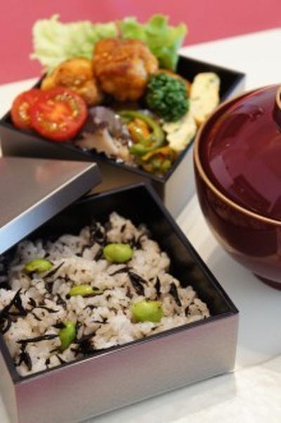 梅肉風味のひじきご飯
