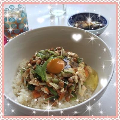 暑い日に食べたい!野菜たっぷりの冷たい納豆丼
