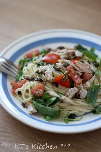 チキンとトマト、黒オリーブのカッペリーニ