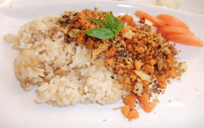 お肉を使わない高野豆腐のそぼろご飯