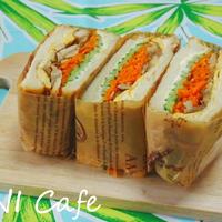 ニンジンピクルス入りのサンドイッチ