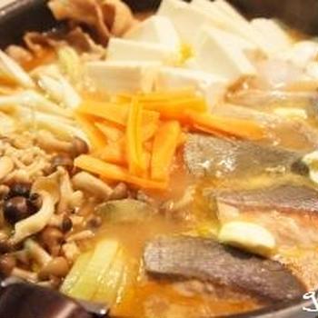 トップバリュ 味噌ちゃんこ鍋つゆで鮭のチャンチャン風鍋&〆のバターラーメン
