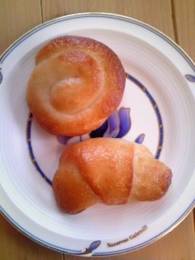 グルテンフリー米粉のうずまきパンとロールパン