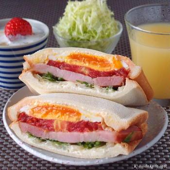 ベーコン、トマト、目玉焼きのホットサンド ~ 口どけなめらか♪アーラ クリームチーズ