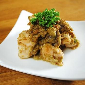 ヘルシーで栄養たっぷり♪ご飯もビールもすすむ!しっとり柔らかい鶏むね肉とアボカドのカレーマヨ炒め