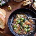 熱々アヒージョをフランスパンで食べると。。海老タコブロッコリーのアヒージョ