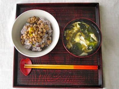 納豆ごはんの朝食