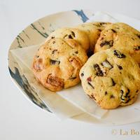 簡単おいしい。ダブルチョコとクランベリーのクッキー